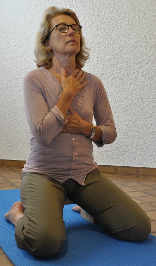 Apprendre à mobiliser le sternum dans la respiration complète