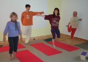 Exercice de pied -. Etirement du quadriceps en équlibre