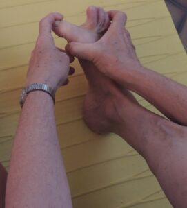 Étirement d'un extenseur du gros orteil