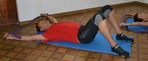Ouverture des épaules avec un ruban pour être progressif et prudent